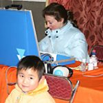 McGuire's audiologist Lisa Roselli works with a child in Fuzhou province.